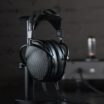 Audeze zeigt neuen elektrostatischen Luxus-Kopfhörer CRBN