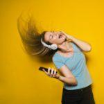 Neue Umfrage des Digitalverbands Bitkom: Kopfhörer werden zum Status-Symbol