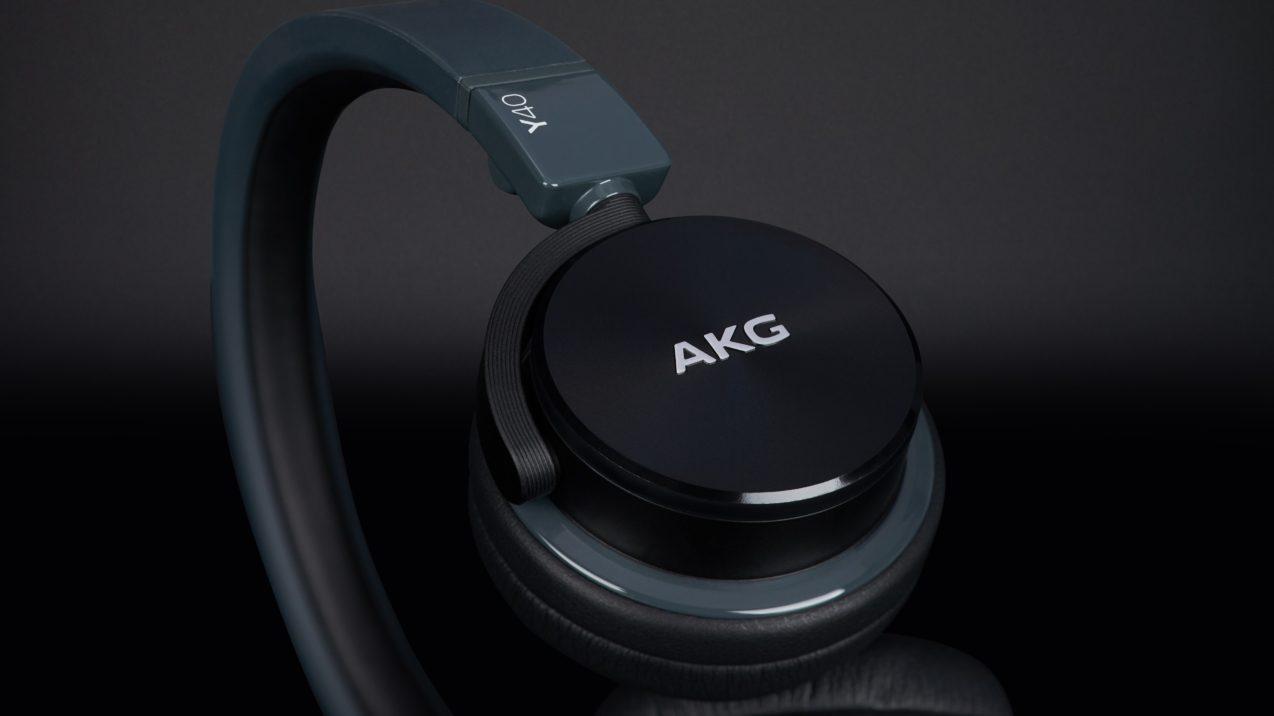 AKG Y 40