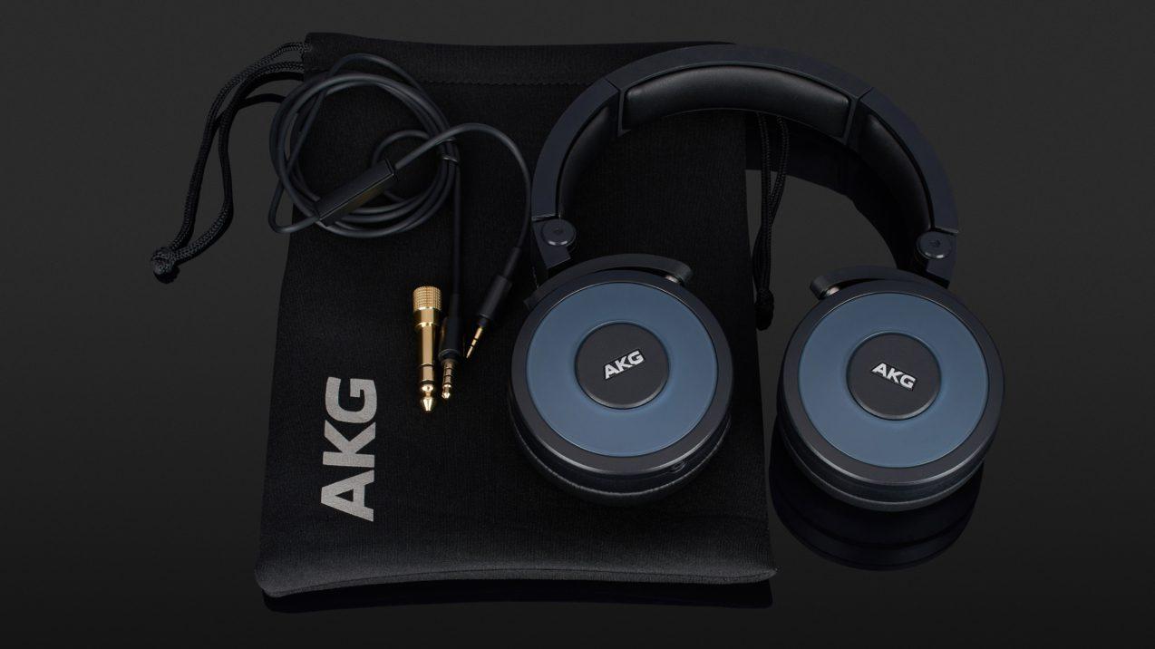 AKG Y 55