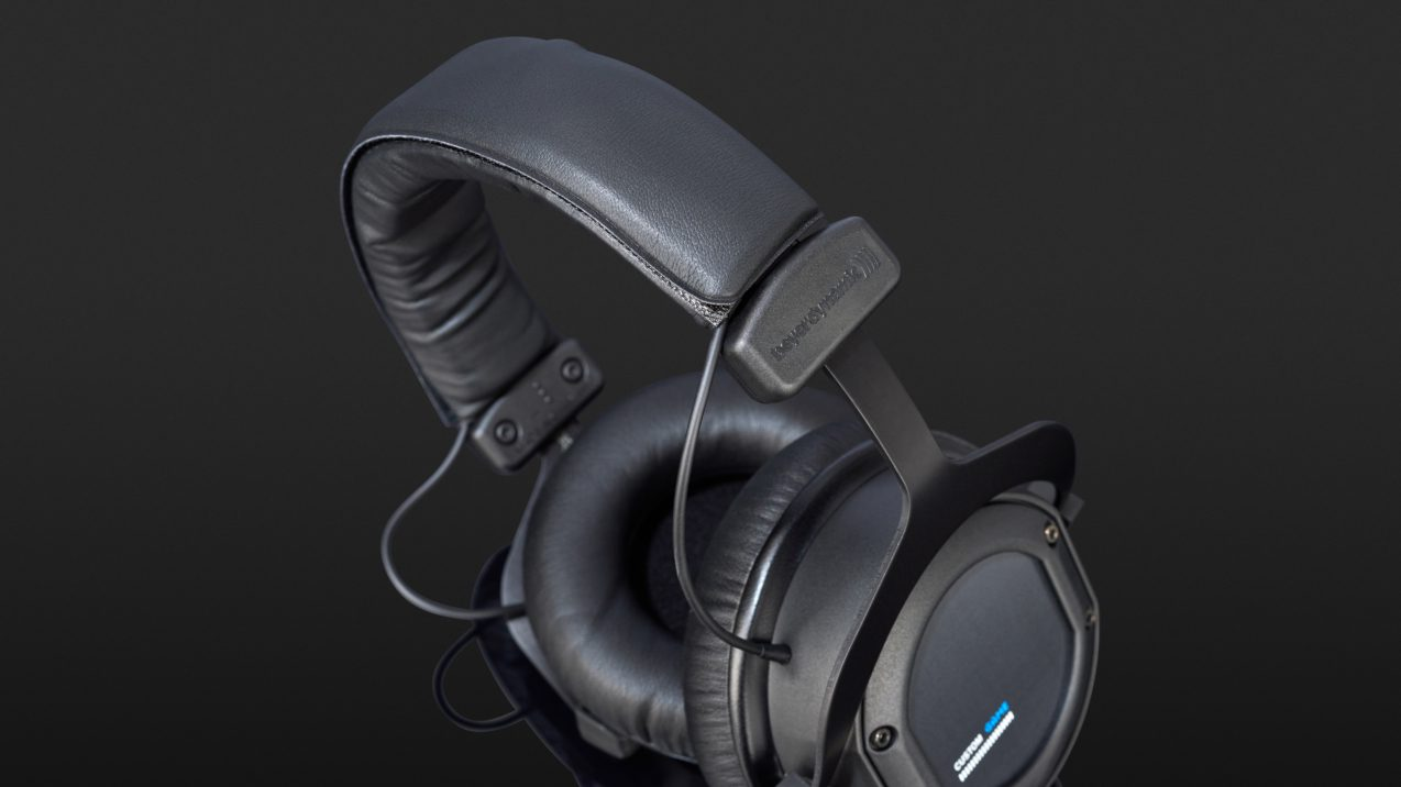 beyerdynamic custom game im test bei. Black Bedroom Furniture Sets. Home Design Ideas